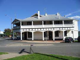 Commonwealth Hotel - Accommodation Sunshine Coast