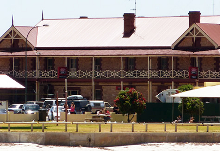 Tumby Bay Hotel And Seafront Apartments - Accommodation Sunshine Coast