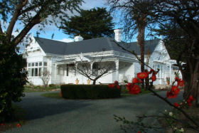 Huonville Guesthouse - Accommodation Sunshine Coast