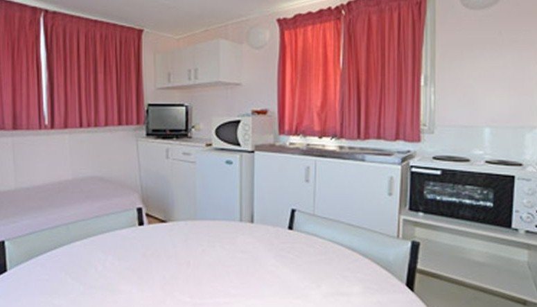 Aukaka Caravan Park - Accommodation Sunshine Coast