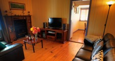 Apple Blossom Cottage - Accommodation Sunshine Coast
