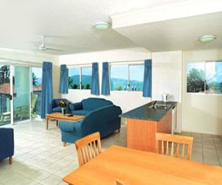 Ocean Breeze By The Strand - Accommodation Sunshine Coast