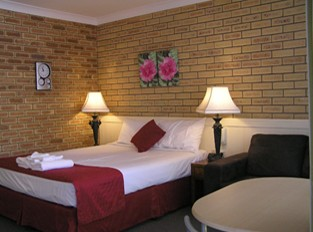 Blue Violet Motor Inn - Accommodation Sunshine Coast