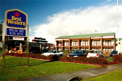 Taylors Lakes Hotel - Accommodation Sunshine Coast