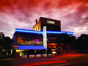 Chalk Hotel - Accommodation Sunshine Coast