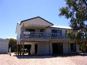 Acacia Beach House - Accommodation Sunshine Coast