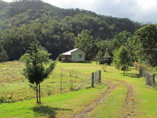 Eighteen Mile Cottage and Homestead - Accommodation Sunshine Coast