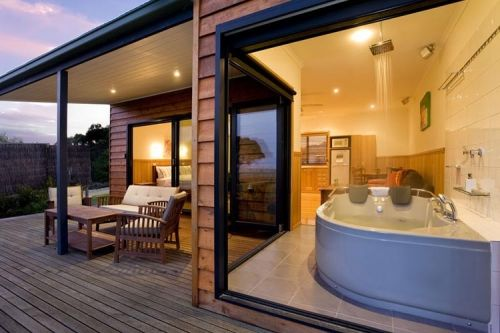Coastal View Cabins - Accommodation Sunshine Coast