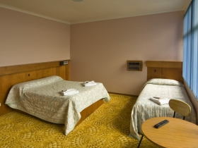 Somerset Hotel - Accommodation Sunshine Coast