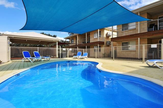 Lakeside Holiday Apartments - Accommodation Sunshine Coast