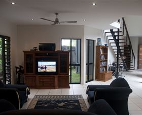 Dolphin Beach House - Accommodation Sunshine Coast