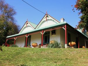 Ravenscroft and The Cottage - Accommodation Sunshine Coast