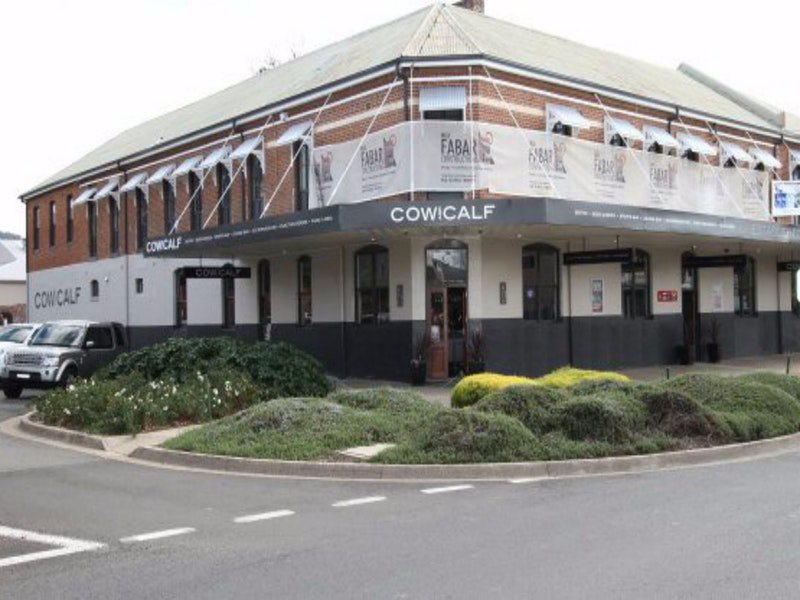 Cow and Calf Hotel - Accommodation Sunshine Coast