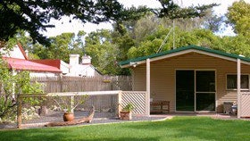 Shiralea Country Cottage - Accommodation Sunshine Coast