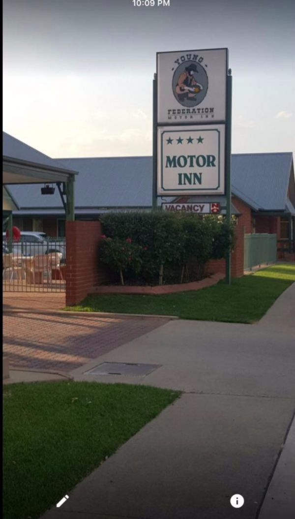 Federation Motor Inn Young