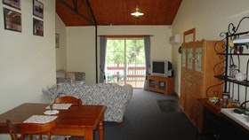 The Old Oak Bed and Breakfast - The Shearing Shed - Accommodation Sunshine Coast