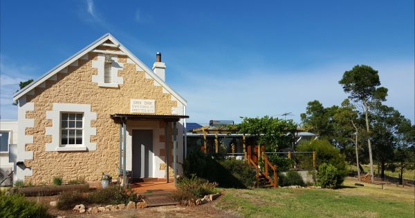 The Old Drik Drik Schoolhouse Retreat - Accommodation Sunshine Coast