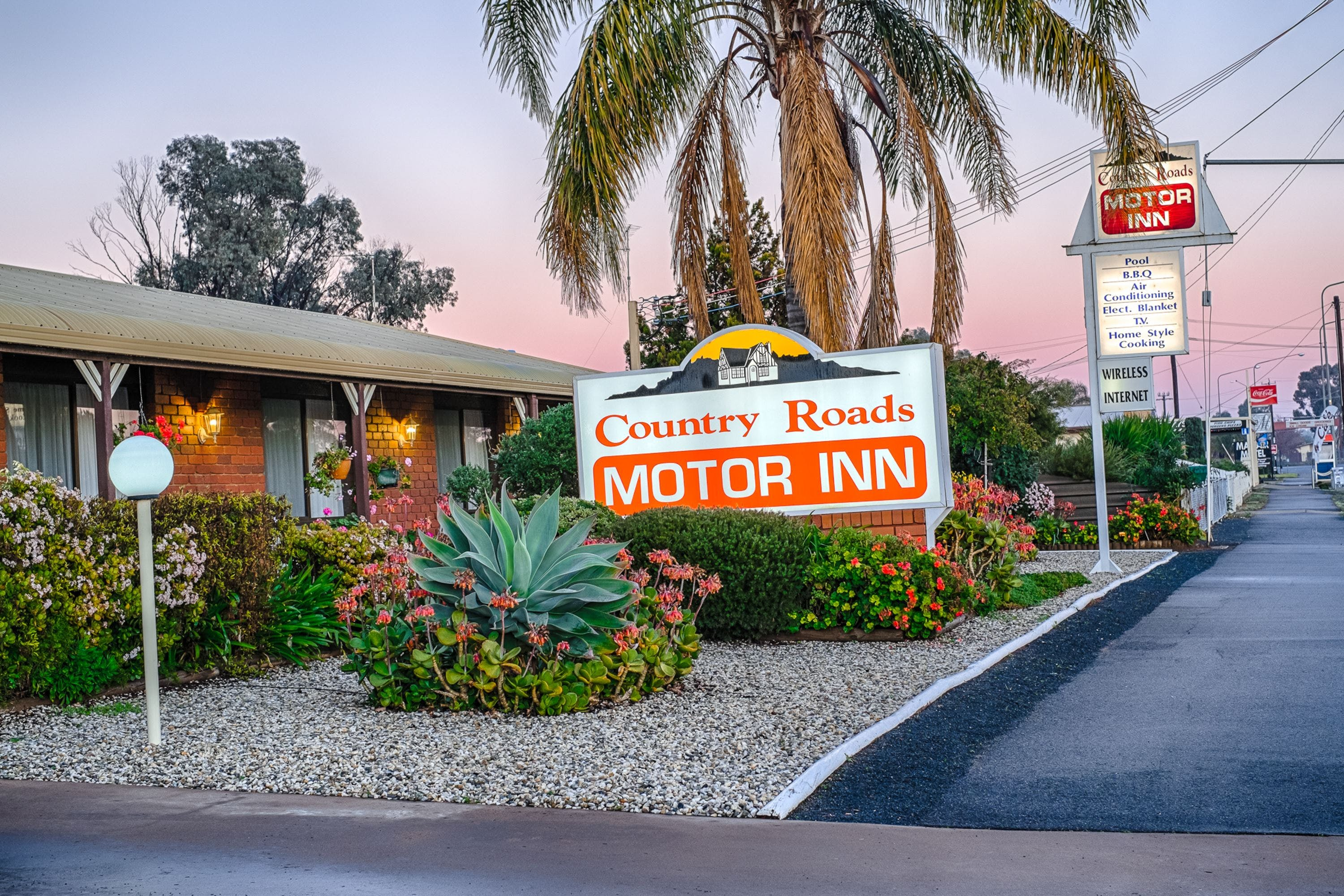 Country Roads Motor Inn - Accommodation Sunshine Coast