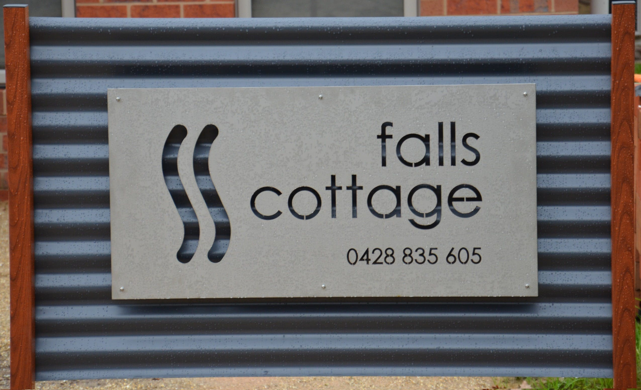 Falls Cottage Whitfield - Accommodation Sunshine Coast