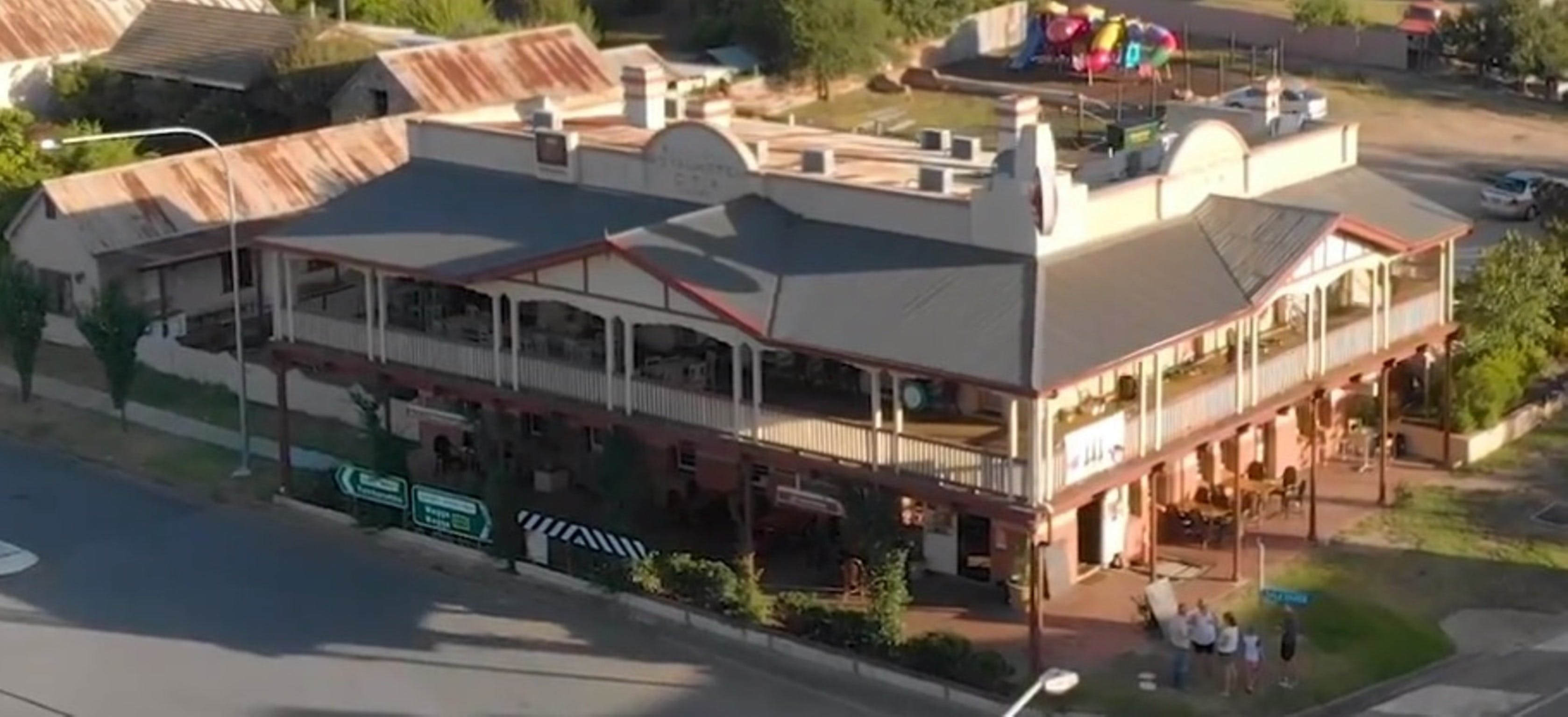 Royal Hotel Adelong - Accommodation Sunshine Coast