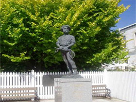 Alexander Cameron Statue - Accommodation Sunshine Coast