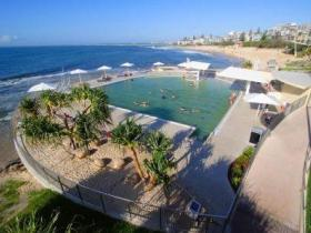Kings Beach - Beachfront Salt Water Pool - Accommodation Sunshine Coast