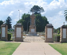 Warwick War Memorial and Gates - Accommodation Sunshine Coast