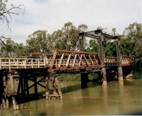 Swan Hill - Murray River Road Bridge - Accommodation Sunshine Coast