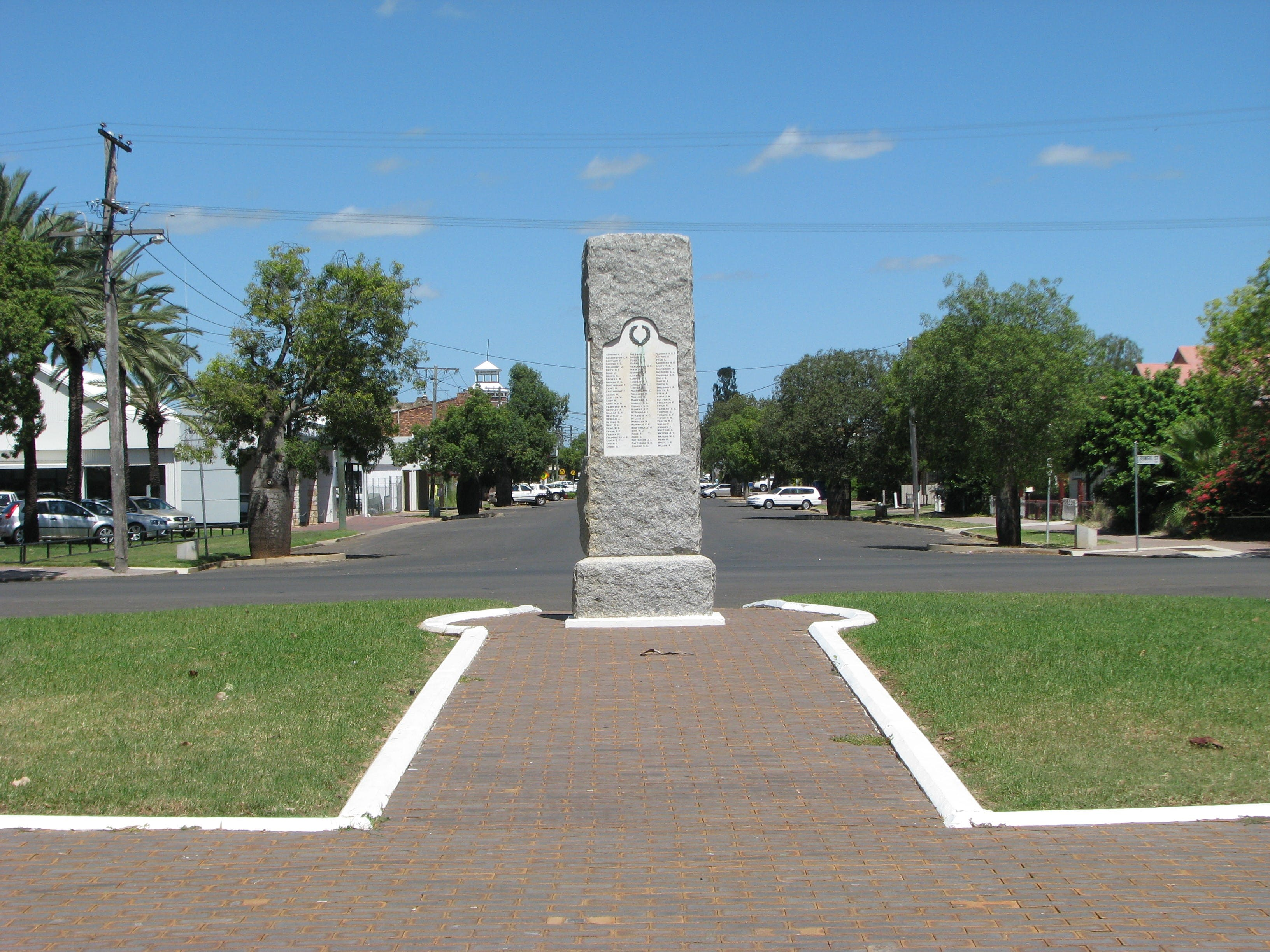 War Memorial and Heroes Avenue Roma - Accommodation Sunshine Coast