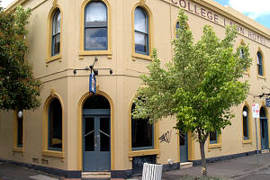The College Lawn Hotel - Accommodation Sunshine Coast