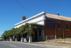 Red Hill Hotel - Accommodation Sunshine Coast