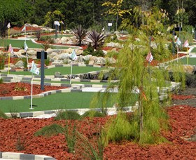 Hole Mini Golf - Club Husky - Accommodation Sunshine Coast