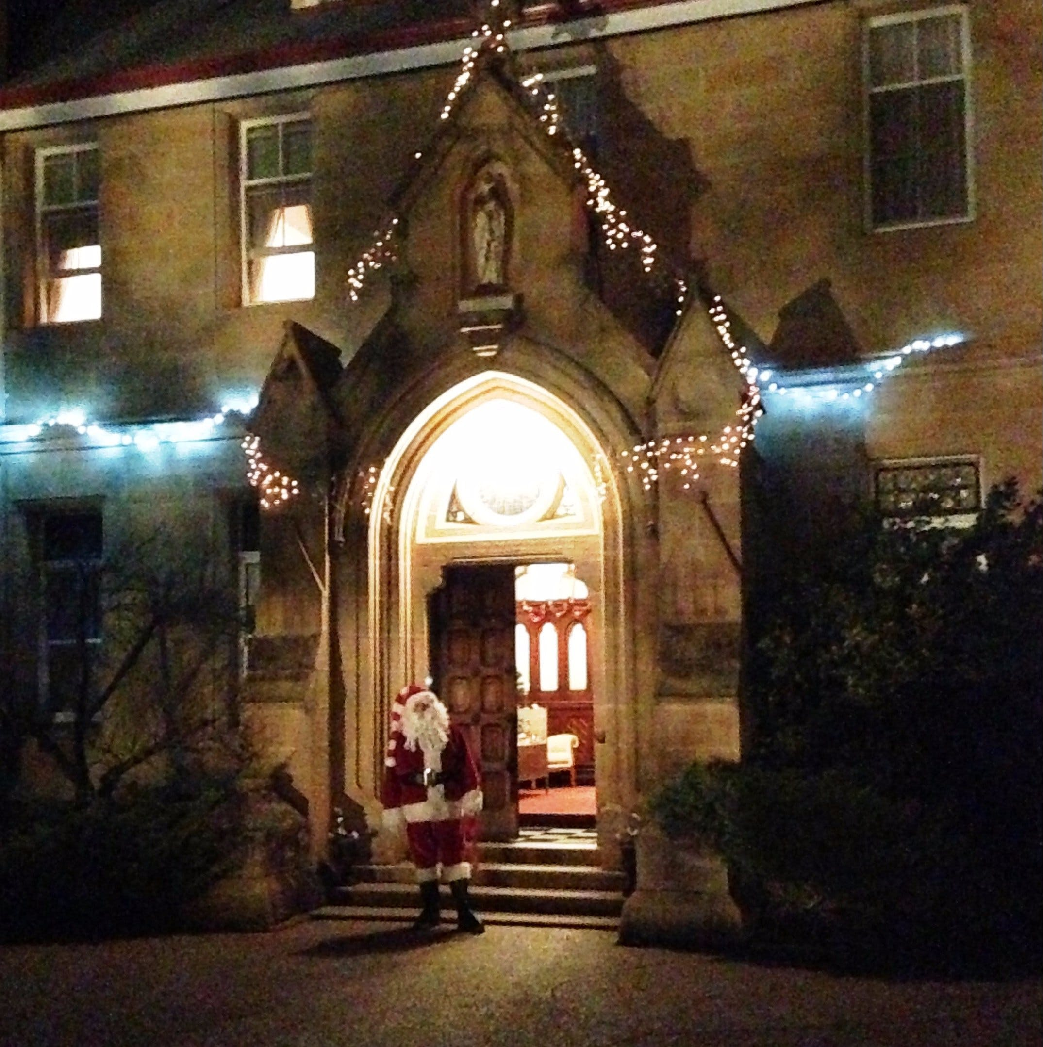 Abbey of the Roses - Christmas in July - Accommodation Sunshine Coast
