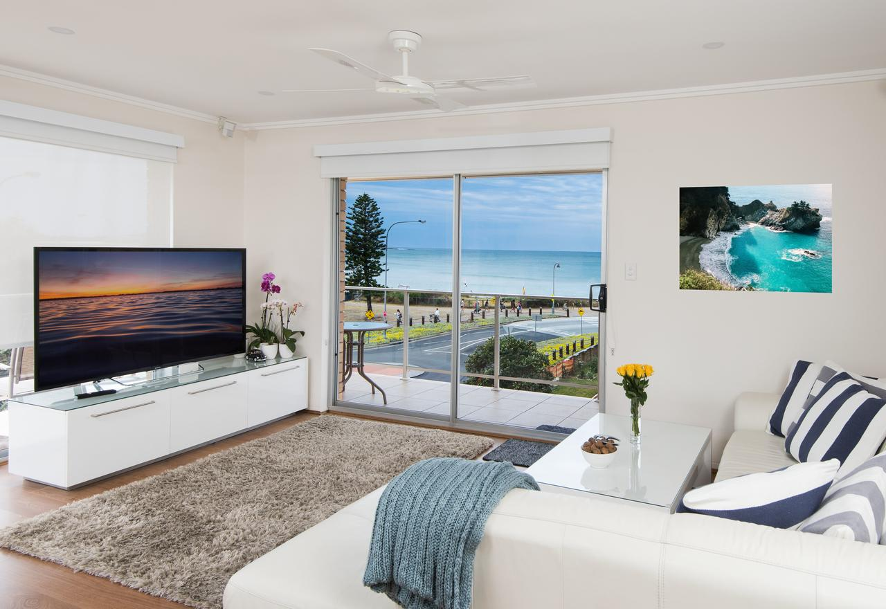 Stylish 3 Bedroom Beachview Apartment - Accommodation Sunshine Coast