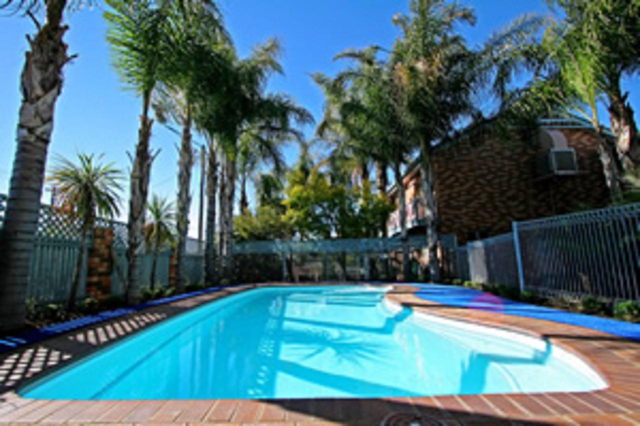 Cattlemans Country Motor Inn  Serviced Apartments - Accommodation Sunshine Coast