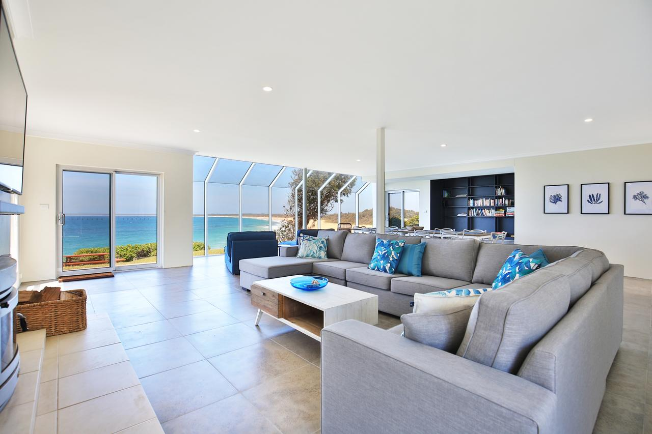 Neptune - Absolute Beachfront - Accommodation Sunshine Coast