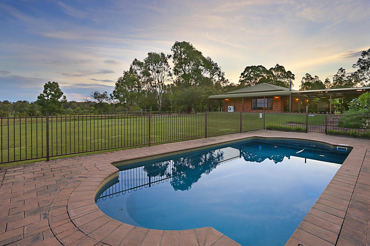 Ironstone Estate Lovedale - Accommodation Sunshine Coast