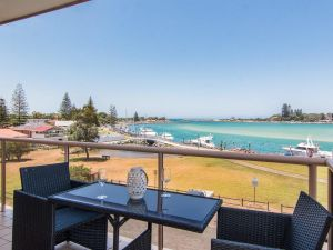Shoreline 7 with 180 degree water views - Accommodation Sunshine Coast