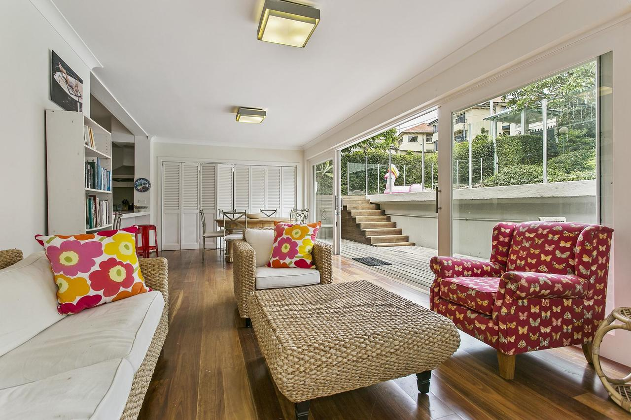 Summery spacious 4 bed home in Kurraba Point - Accommodation Sunshine Coast