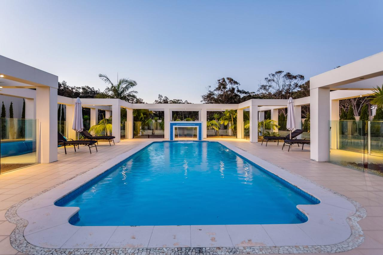 One Mile Mansion - Private Coastal Retreat FREE FAMILY ADVENTURE PASS - Accommodation Sunshine Coast