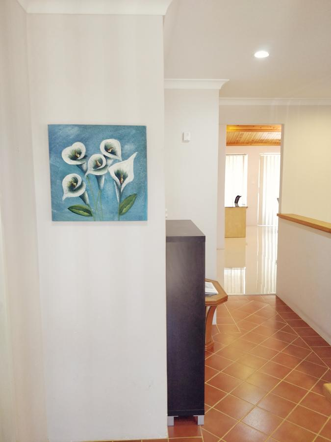 Cosy easy access home near Perth CBD and Fremantle - Accommodation Sunshine Coast