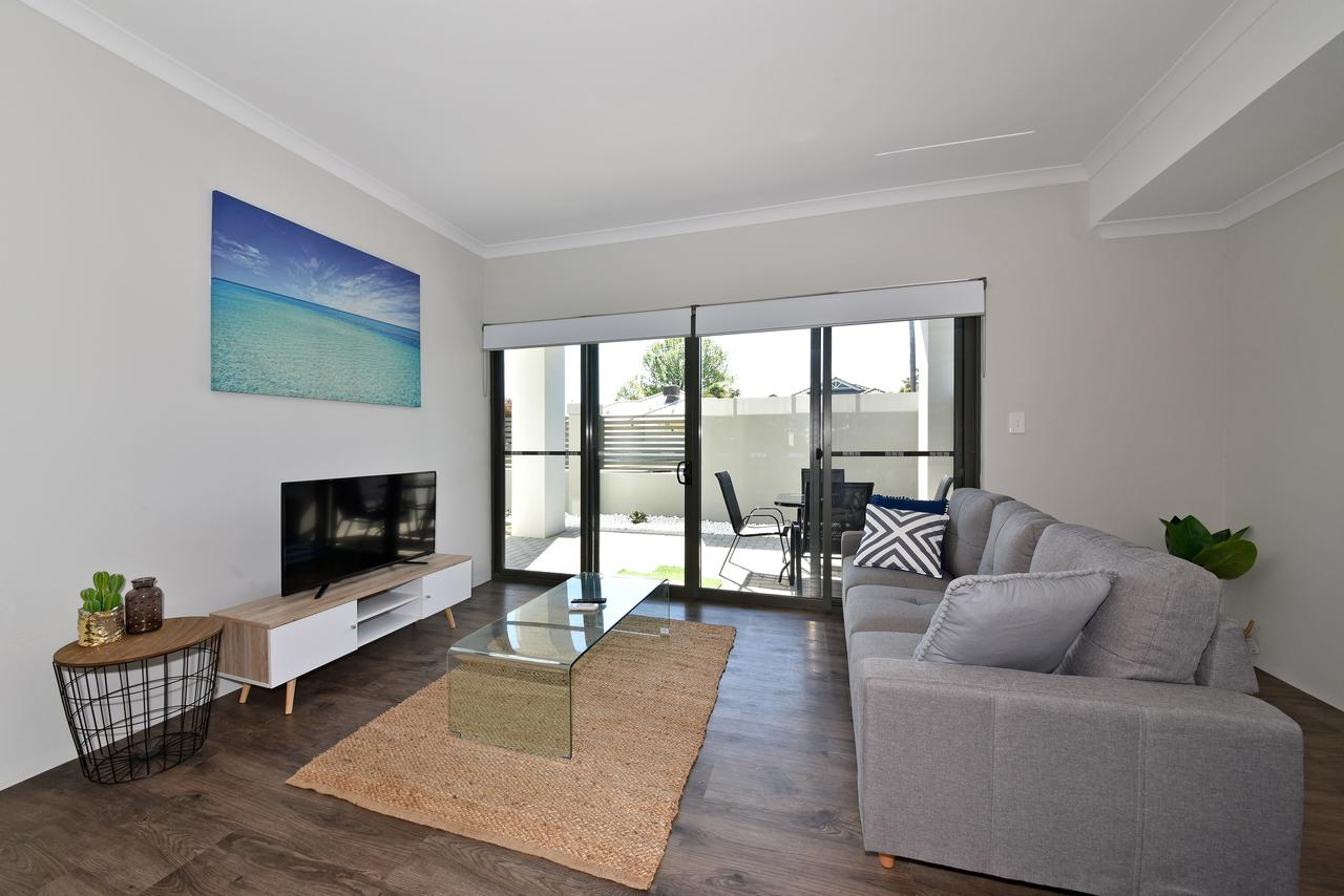 Modern Apartment Redcliffe near Perth Airport 0126 - Accommodation Sunshine Coast