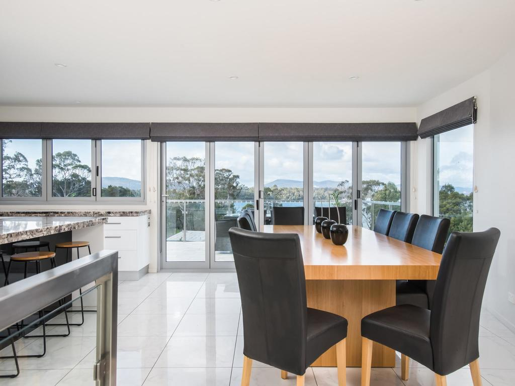 Paradise Point - Tamar Valley 14 Persons Residence with pool - Accommodation Sunshine Coast