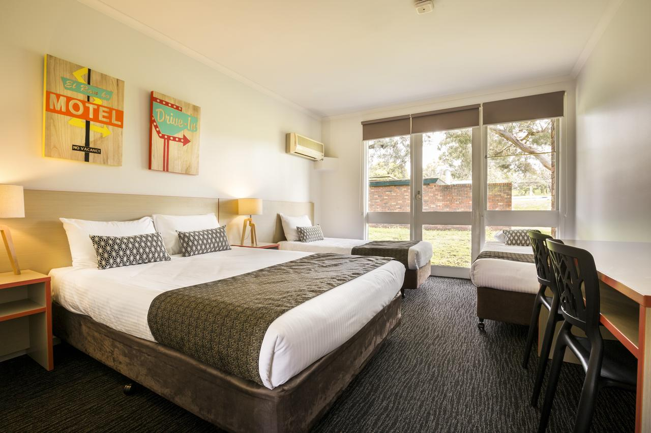 Burvale Hotel - Accommodation Sunshine Coast