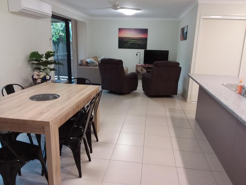 Waratah and Wattle Apartments - Accommodation Sunshine Coast