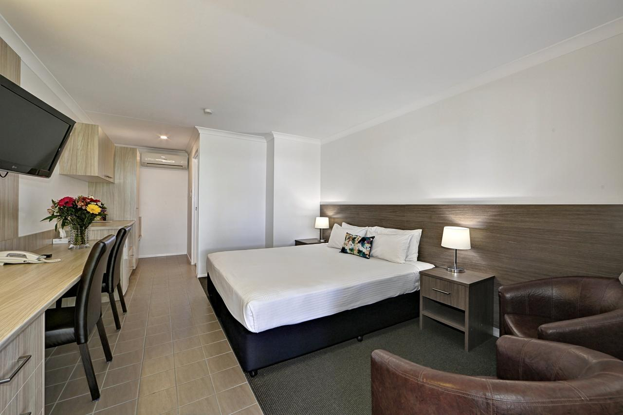 Smart Motels Bert Hinkler - Accommodation Sunshine Coast